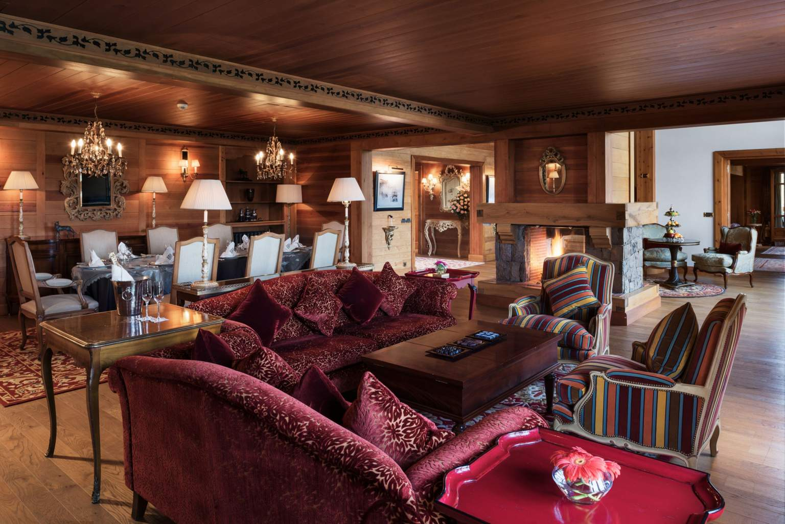Exceptional Suite Lounge